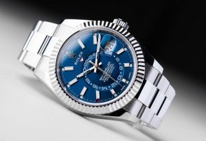 The water resistant replica Rolex Sky-Dweller 326934 watches are made from Oystersteel and white gold.