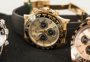 The gold copy watches have champagne dials.