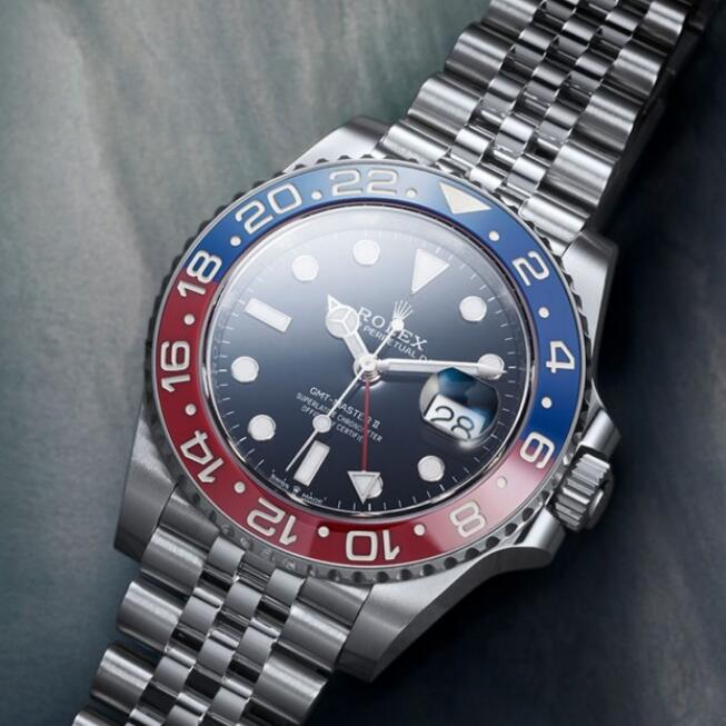 The brilliant blue and red bezel has attracted lots of watch fans.