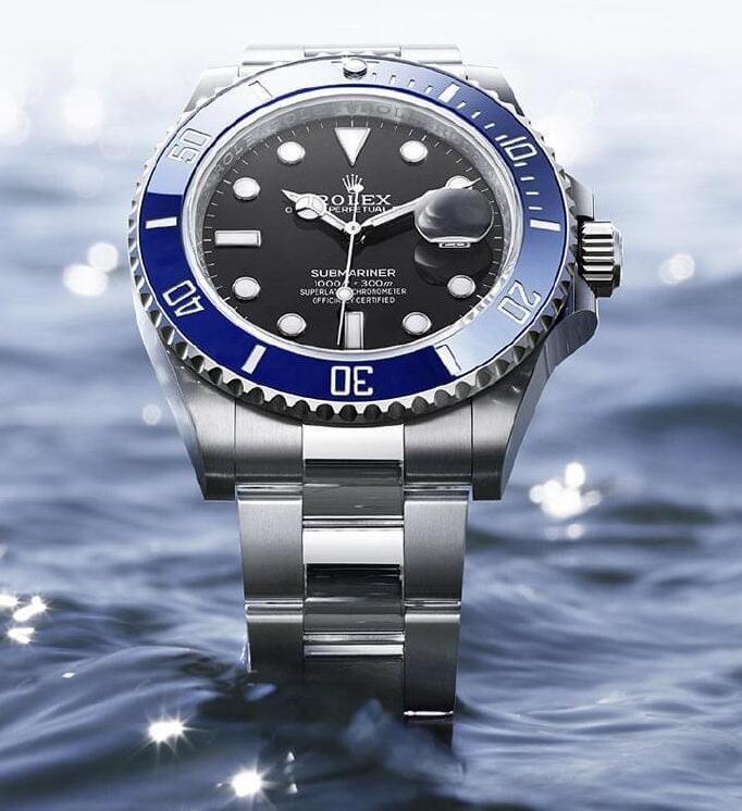 Online replica watches show blue ceramic bezels.